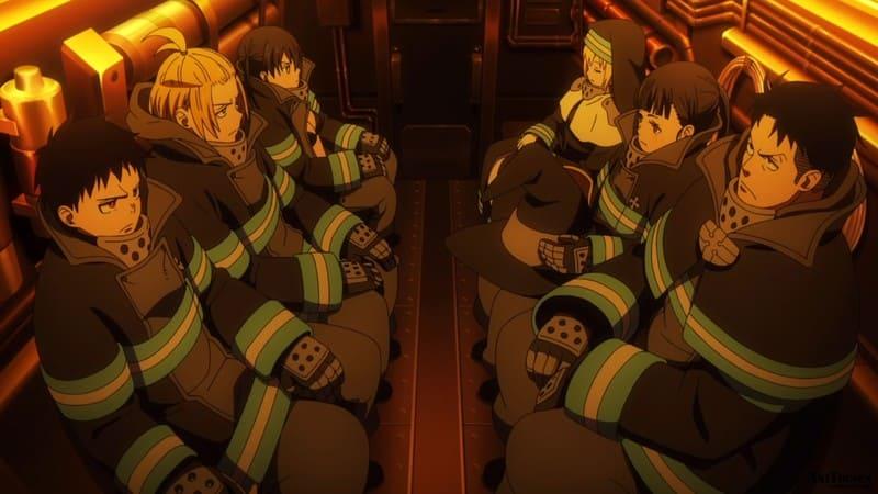 Пламенная бригада пожарных едет на вызов