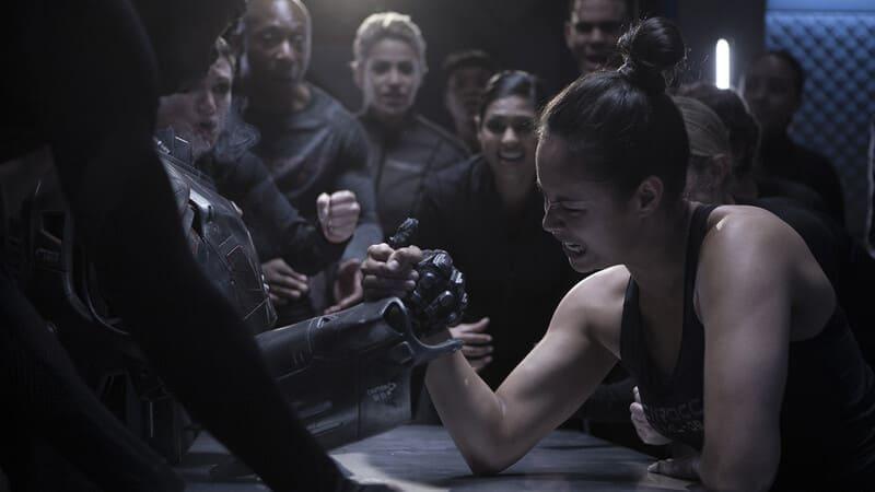Армрестлинг с роботом в сериале Пространство